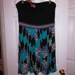 Short strapless geo pattern dress with pockets